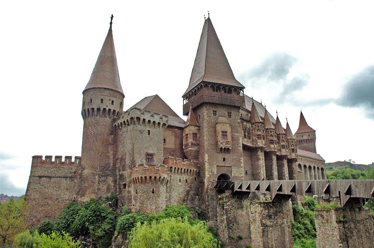 Castillo-Corvinestilor,-Transilvania,-Rumanía